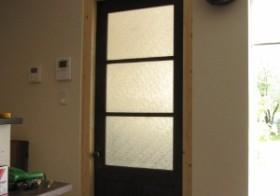 彼女部屋アンティーク扉の設置4