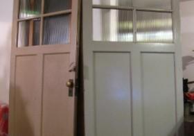 玄関のアンティーク扉設置2