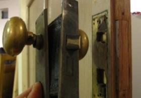 玄関のアンティーク扉設置6