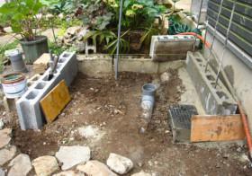 玄関アプローチ前の小庭15 手洗い場4