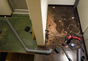 洗面所4 床下の配管移動3