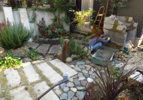 玄関アプローチ前の小庭25 手洗い場14