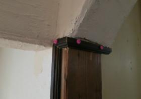 ソファ上の垂壁5
