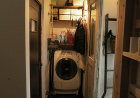 洗濯機置き場にアイアン突っ張り棒